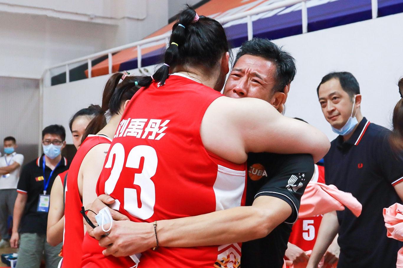 人民日报官微:厉害!刘禹彤45分助力北师大女篮卫冕冠军